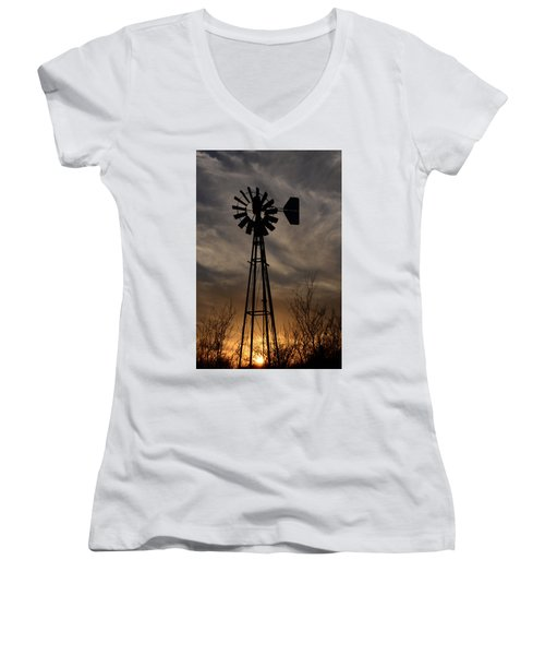 Oklahoma Windmill And Sunset Women's V-Neck T-Shirt