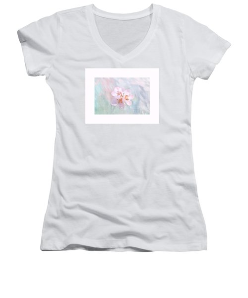Quince Art Women's V-Neck (Athletic Fit)