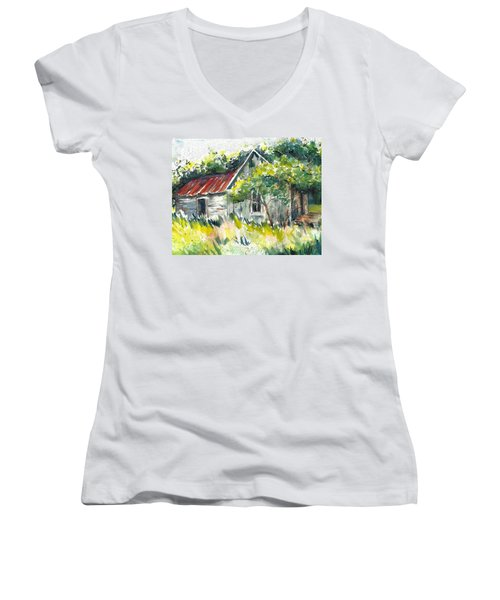 Abandoned Farmhouse In The Ozark Mountains On The Gravel Road To Hawk's Bill Crag At Whitaker Point Women's V-Neck