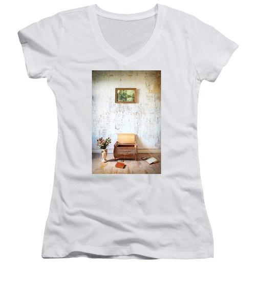 Abandoned Memories -urbex Women's V-Neck T-Shirt