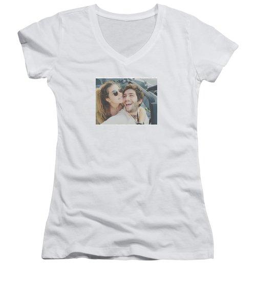Amor Women's V-Neck T-Shirt
