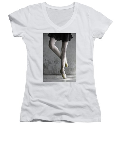 Ballerina Women's V-Neck