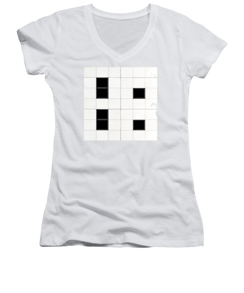 Belfast Windows 5 Women's V-Neck