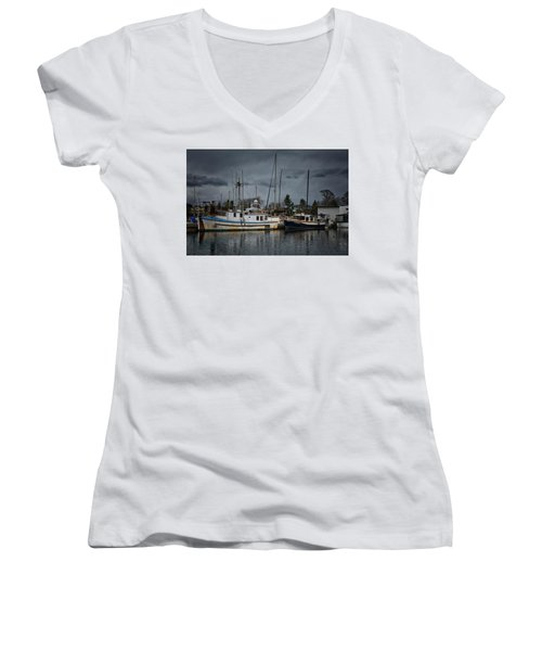 Women's V-Neck T-Shirt (Junior Cut) featuring the photograph Camjim by Randy Hall