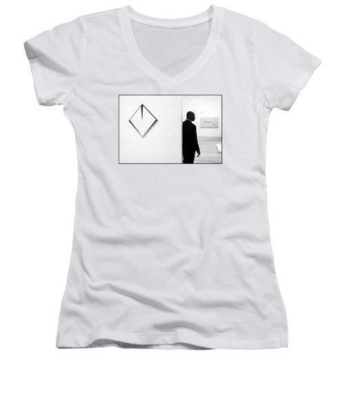 Carmen Herrera At The Whitney 1 Bw Women's V-Neck T-Shirt