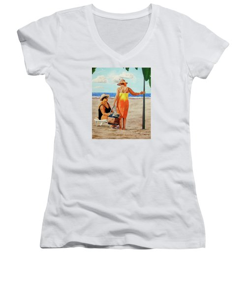 Chat On The Beach - Chat En La Playa Women's V-Neck T-Shirt