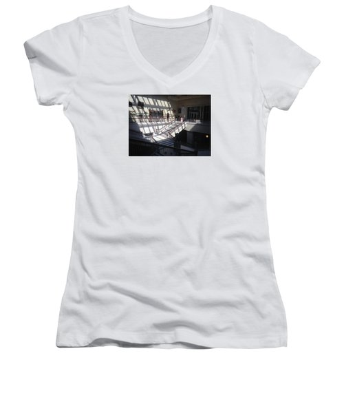 Chicago Art Institude Women's V-Neck T-Shirt