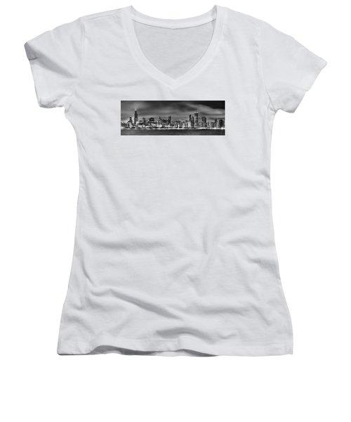Chicago Skyline At Night Black And White Women's V-Neck T-Shirt