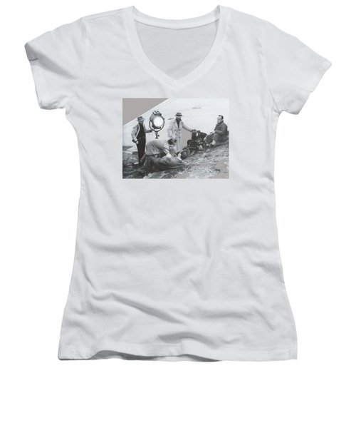 Clifton Young And Bogie Fight To The Death Dark Passage 1947-2016 Women's V-Neck