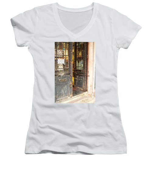 Come On In Women's V-Neck T-Shirt