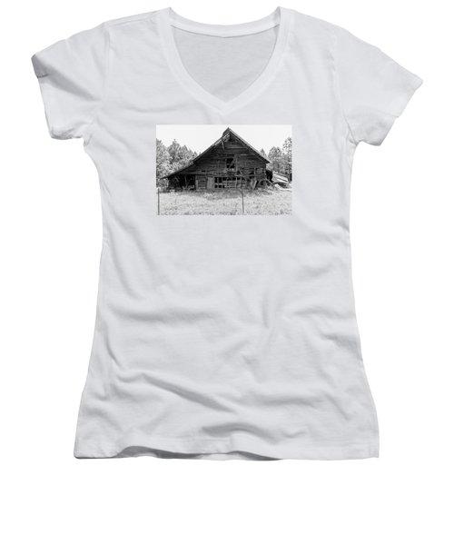 Country Treasure Bw Women's V-Neck T-Shirt