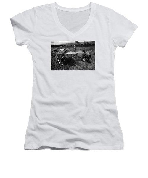 Cuban Worker I Women's V-Neck T-Shirt