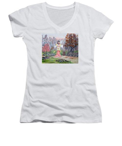 Dai Yuu Women's V-Neck T-Shirt