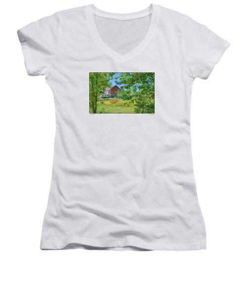 Donkey Barn Women's V-Neck T-Shirt