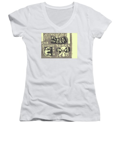 E Cd Grey Women's V-Neck
