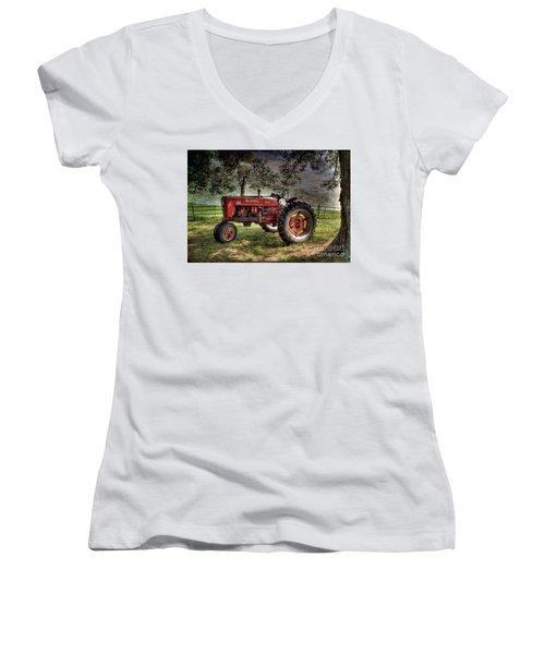 Farmall In The Field Women's V-Neck T-Shirt