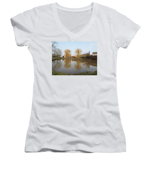 Finningley Pond Women's V-Neck T-Shirt
