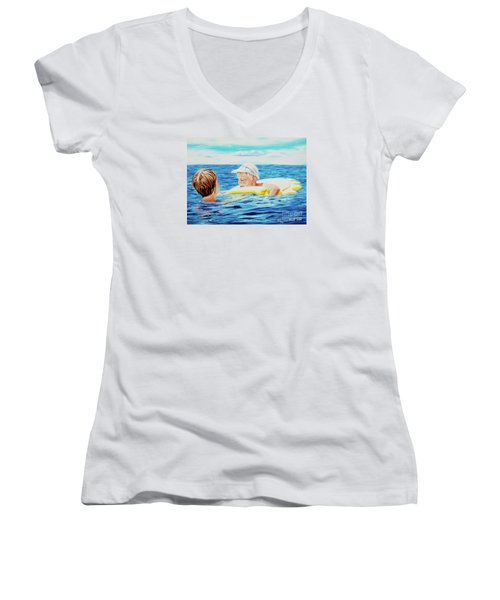 First Swimming - Nadar Primero Women's V-Neck T-Shirt