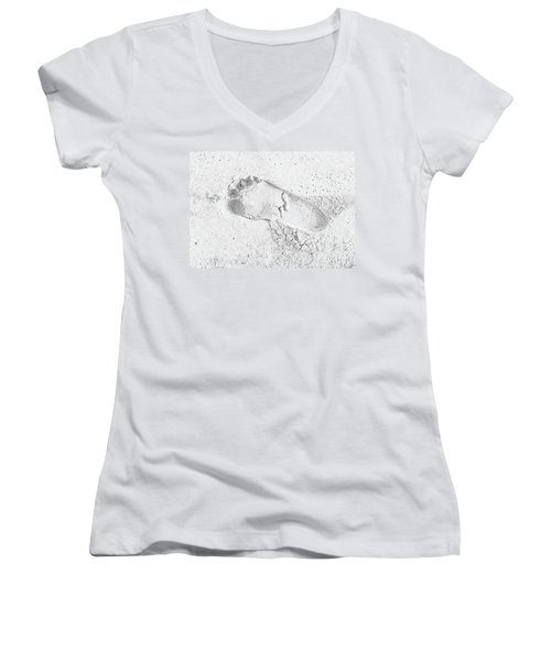 Footprint In The Sand Women's V-Neck T-Shirt