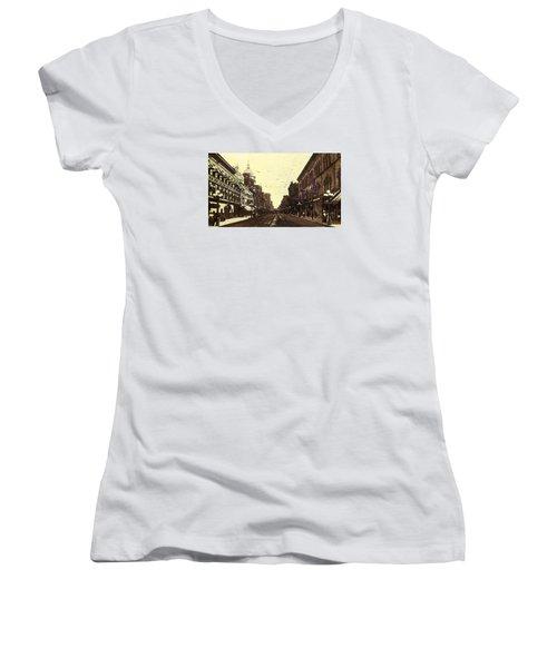 Fort Wayne Indiana 1913 Women's V-Neck T-Shirt
