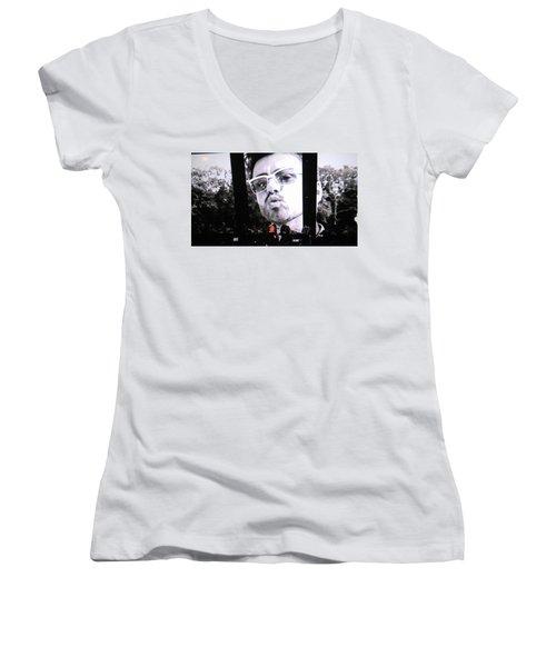 George Michael Sends A Kiss Women's V-Neck T-Shirt