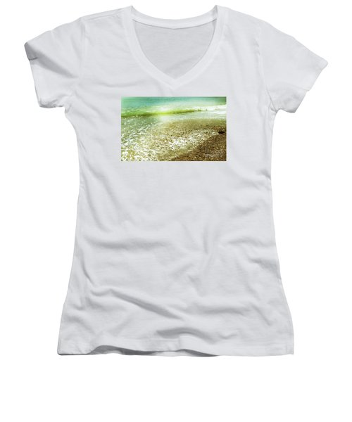 Green And Yellow Waves At Montana De Oro Beach In Spooners Cove Women's V-Neck T-Shirt