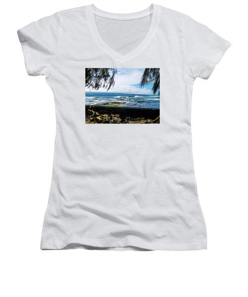 Hilo Bay Dreaming Women's V-Neck