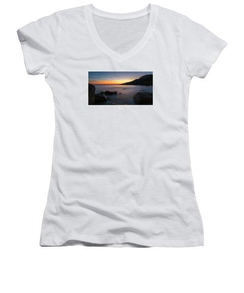 Imgiebah  Women's V-Neck T-Shirt