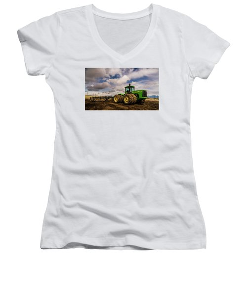 John Deere 9200 Women's V-Neck T-Shirt