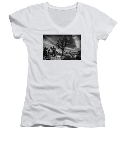 Joshua Trees Series 9190678 Women's V-Neck