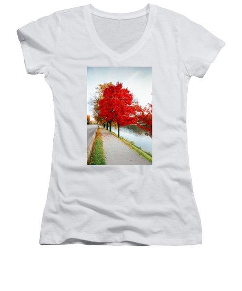 Kanawha Boulevard In Autumn Women's V-Neck T-Shirt
