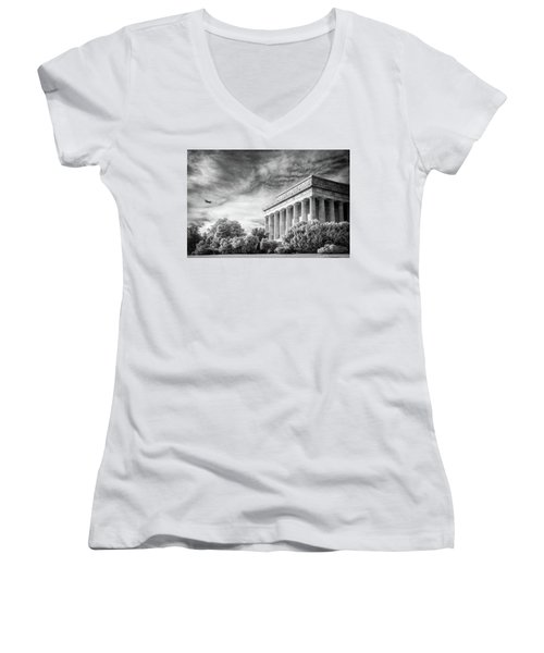 Lincoln Memorial Women's V-Neck T-Shirt (Junior Cut) by Paul Seymour