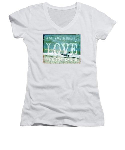 Love The Beach Women's V-Neck T-Shirt