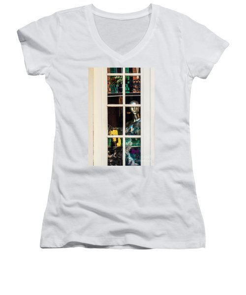 Mannequin Reflecting Women's V-Neck (Athletic Fit)