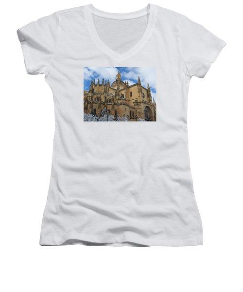 Massive Women's V-Neck T-Shirt
