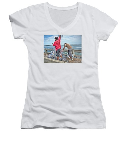 Net Fishing On Cortez Bridge  Women's V-Neck T-Shirt