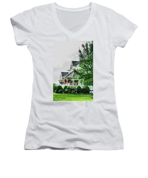New England Beauty Women's V-Neck