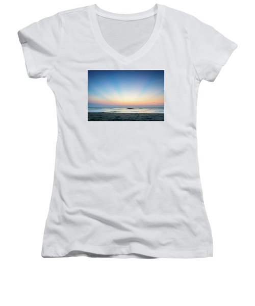 New Horizon Women's V-Neck