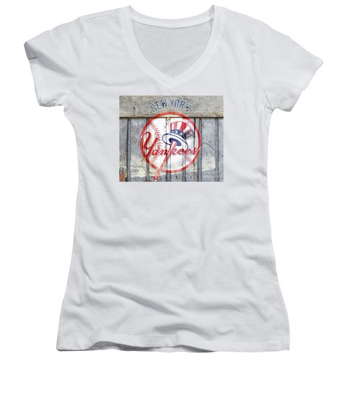 New York Yankees Top Hat Rustic Women's V-Neck