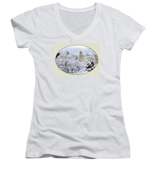 northeast USA photography button Women's V-Neck T-Shirt (Junior Cut) by Lise Winne