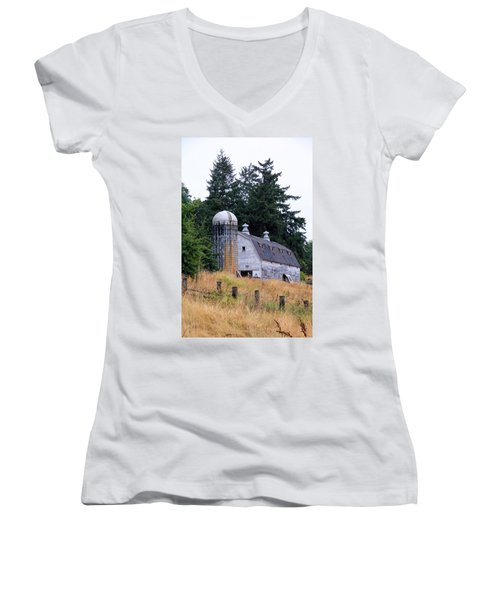 Old Barn In Field Women's V-Neck T-Shirt (Junior Cut) by Athena Mckinzie