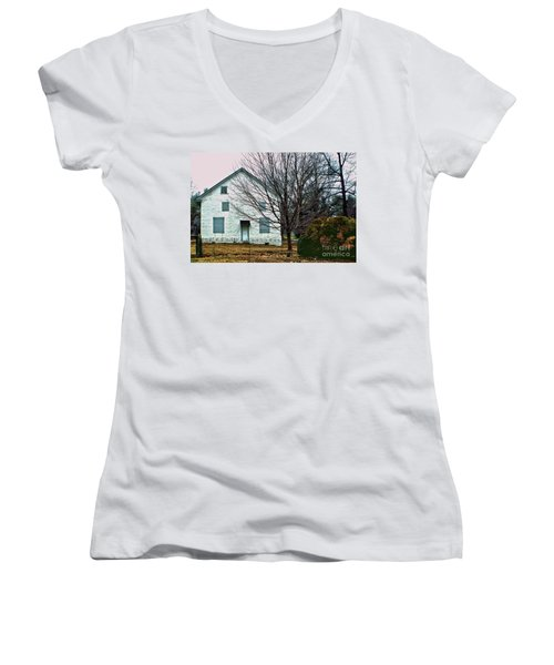 Women's V-Neck T-Shirt (Junior Cut) featuring the photograph Old Kennett Mettinghouse by Sandy Moulder