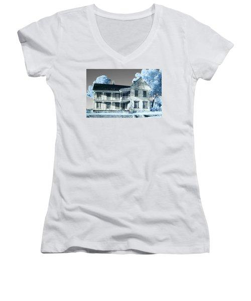 Old Shull House In 642 Women's V-Neck