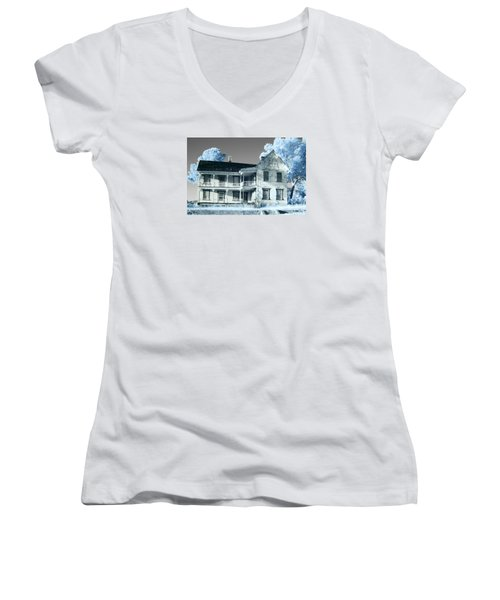 Old Shull House In 642 Women's V-Neck