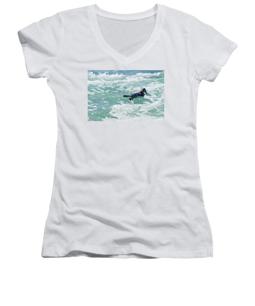 Otter At Montana De Oro Women's V-Neck T-Shirt (Junior Cut)
