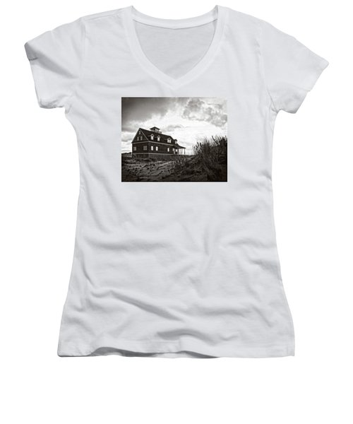 Women's V-Neck T-Shirt featuring the photograph Pea Island Lifesaving Station by Alan Raasch