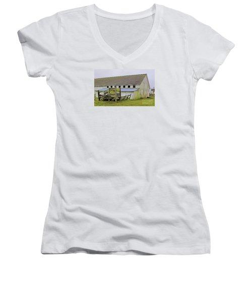 Pierce Pt. Ranch Barn Women's V-Neck