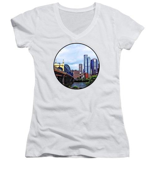Pittsburgh Pa - Pittsburgh Skyline By Smithfield Street Bridge Women's V-Neck