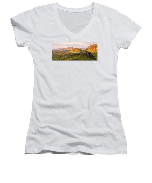 Quiraing Panorama Women's V-Neck T-Shirt