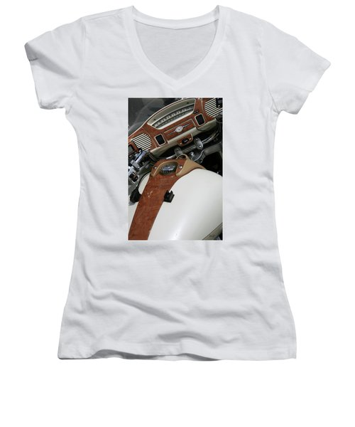 Retro Look Women's V-Neck T-Shirt